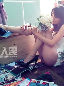 Tight korean strumpet is taking off her dress for fun